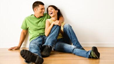 happy couple successful marriage feature 390x220 - نشانه های مردی که همسرش را دوست دارد