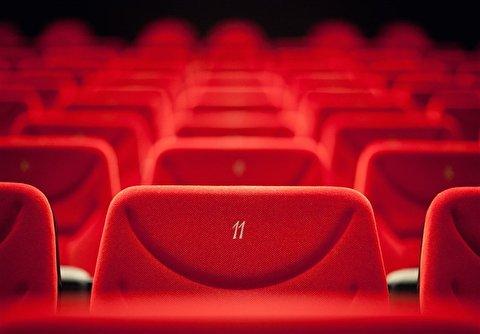 274657 202 - ماجرای سرو قلیان در اکران خصوصی یک سینما!