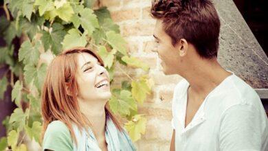 Talking 390x220 - چگونه یک زن را عاشق خودتان کنید؟ 12 مهارت برای مجذوب کردن خانم ها